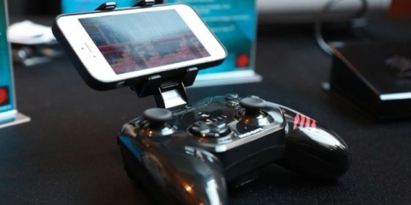 C.T.R.L.i A New Game Controller for iPhone Users..